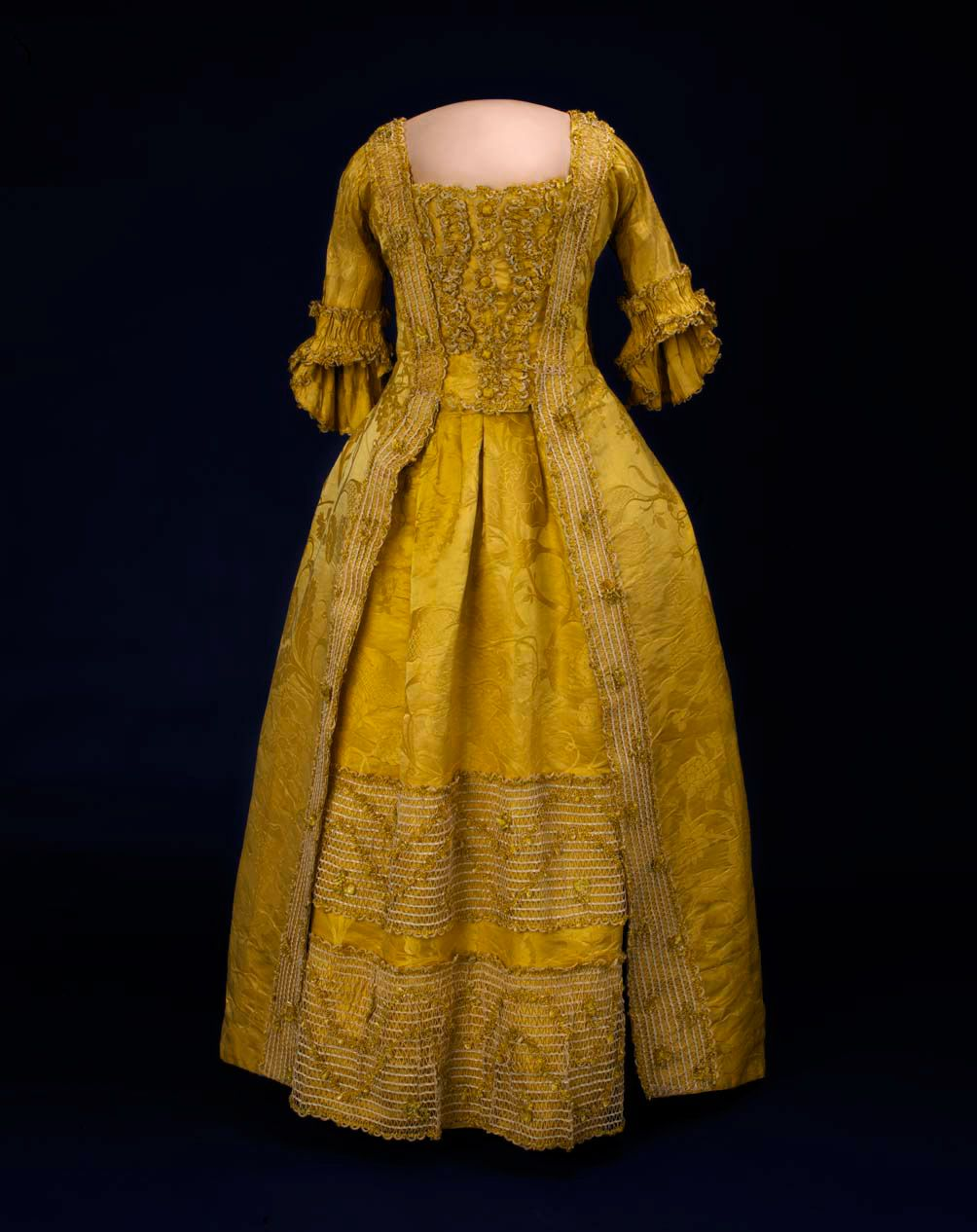 228e95d93a Eliza Pinckney s dress (1750-1780) made in England from silk she cultivated  in South Carolina