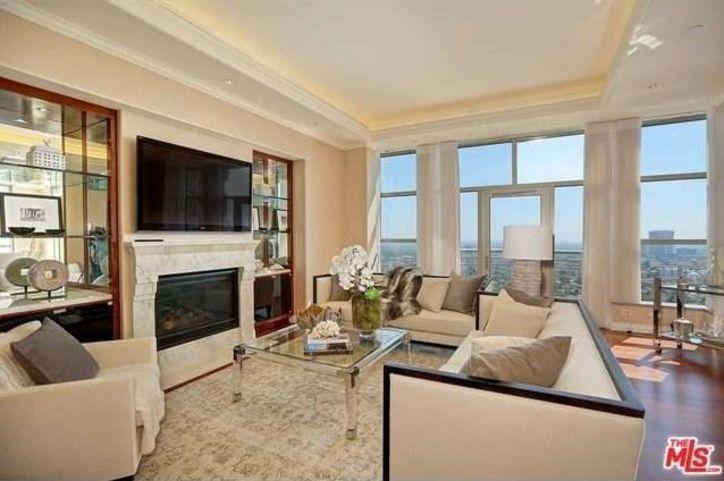 Yolanda Foster Trades Her Malibu Mansion For A Condo With Ridiculous Closet Space Yolanda Foster Mansion Interior Condo Living