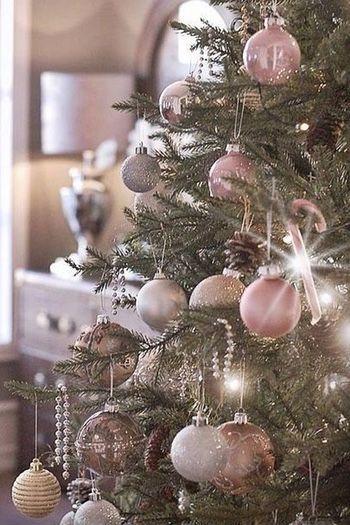 Kerstboom Versieren Met De Trends Van 2017 Roze Kerst Kerst En Kerstboom Versieringen