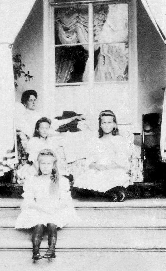 Tsarina Alexandra Feodorovna with three of her daughters: Grand Duchesses Tatiana Nikolaevna, Anastasia Nikolaevna and Maria Nikolaevna, Ropsha 1909.