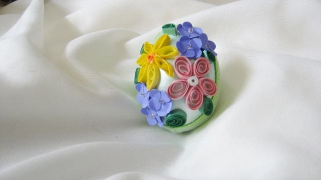 Paper quilled easter egg