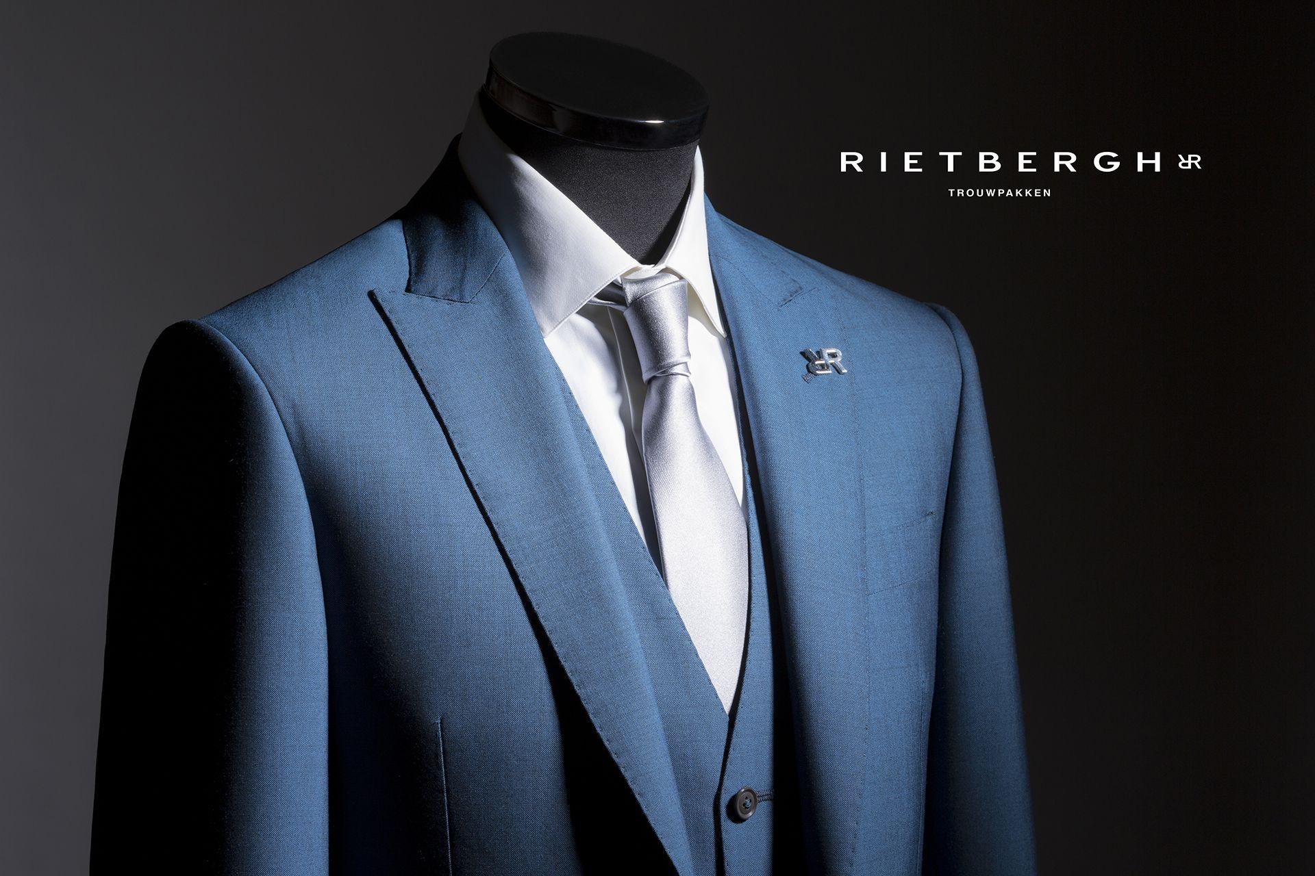 Unieke kleur blauw trouwpak / unique wedding suits | Blauwe ...