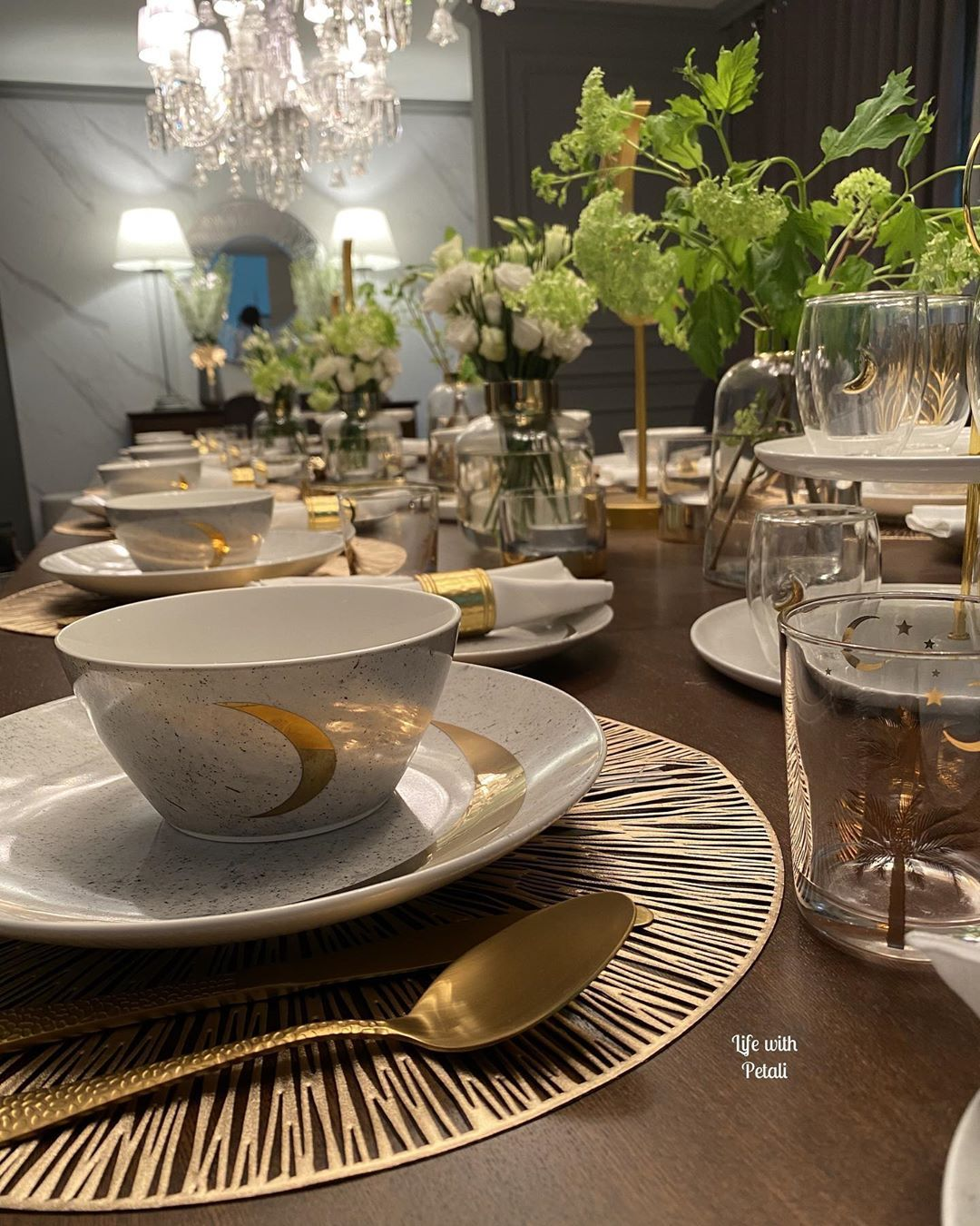 Life With Petali On Instagram وراء الكواليس مع تجهيزات ابيات لرمضان اليوم حطيتلكم الترتيبات الي سويتها مع ابيات لغرفة معيشة وغ Table Settings Table Settings