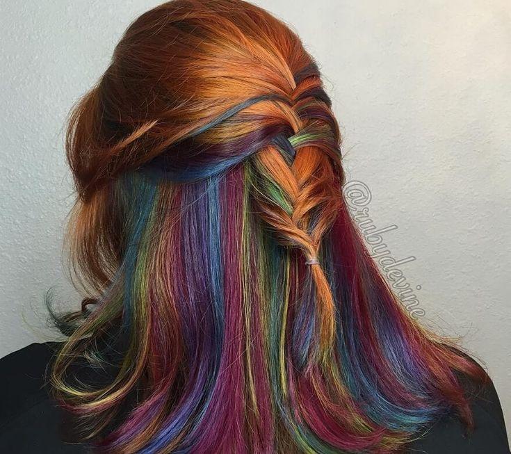 Peekaboo-Highlights sind der perfekte Weg, um Ihrem Haar einen Hauch von Farbe zu verleihen ...  #einen #farbe #hauch #highlights #ihrem #peekaboo #perfekte