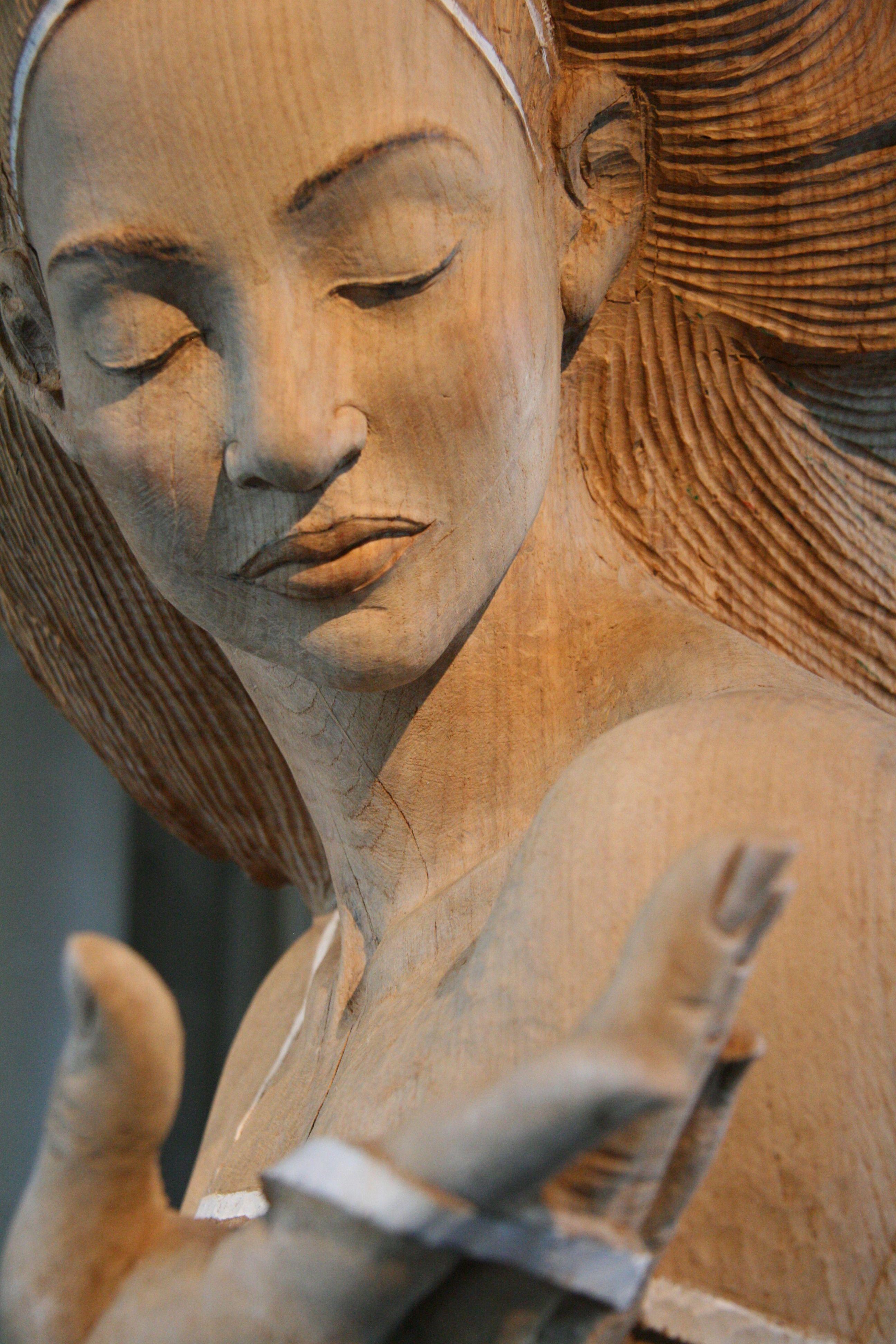 Skulptur von malgorzata chodakowska carving female