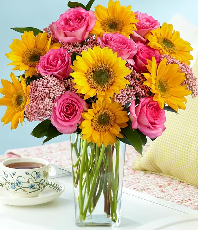Sunflowers and pink roses for my bouquet. I'm in love ...