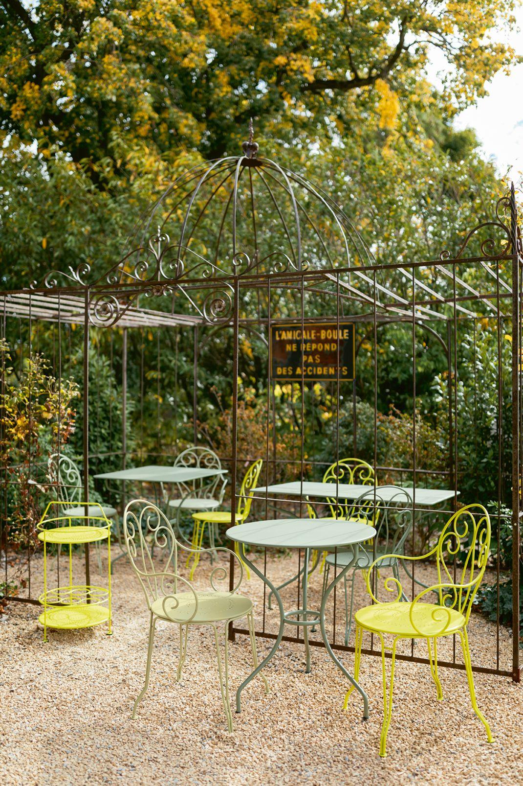 table #chaise #extérieur #collection #montmartre #opéra ...