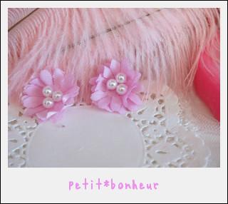 ピンク色に染められたマーガレットにパールを添えたピアスです。可愛さにパールで少し大人っぽさをプラスしました。ピアス部分はゴールドコーティングの物を使用していま...|ハンドメイド、手作り、手仕事品の通販・販売・購入ならCreema。
