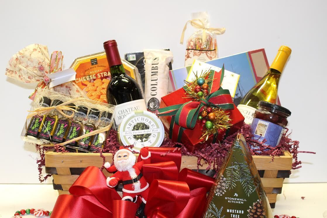 Gifting Made Easy Draeger S Gift Baskets Are Perfect For Your Boss Coworkers Or Holiday Hosts Adraegersholiday Hosting Holidays Gift Baskets Gifts