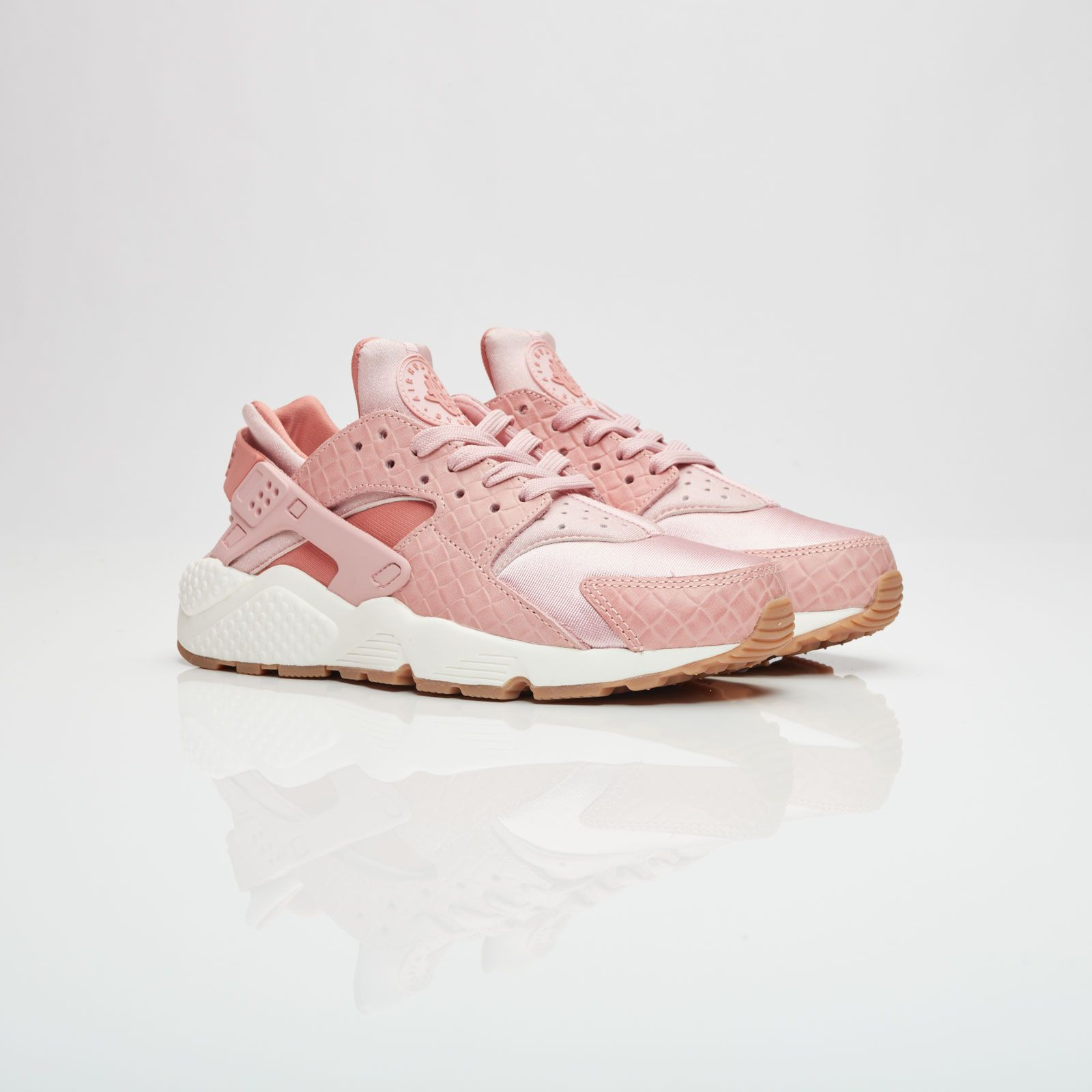 Nike Wmns Air Huarache Run Premium 683818 601 Sneakersnstuff Sneakers Streetwear Online Since 1999 Sneakers Huarache Run Huaraches