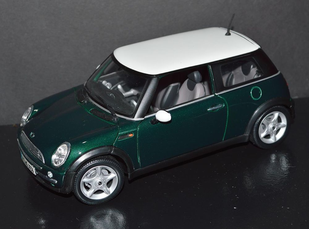 Maisto 1/18 Die Cast Car Mini Cooper Green Metallic, white top ...