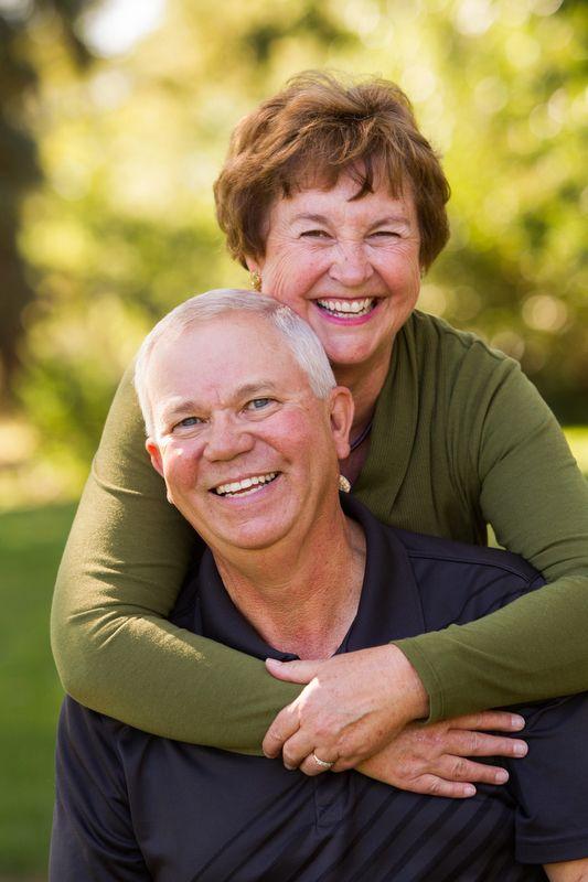 как позировать пожилым людям на фото его помощью можете