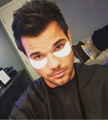 Taylor Lautner on The Ellen Show (October, 2016).