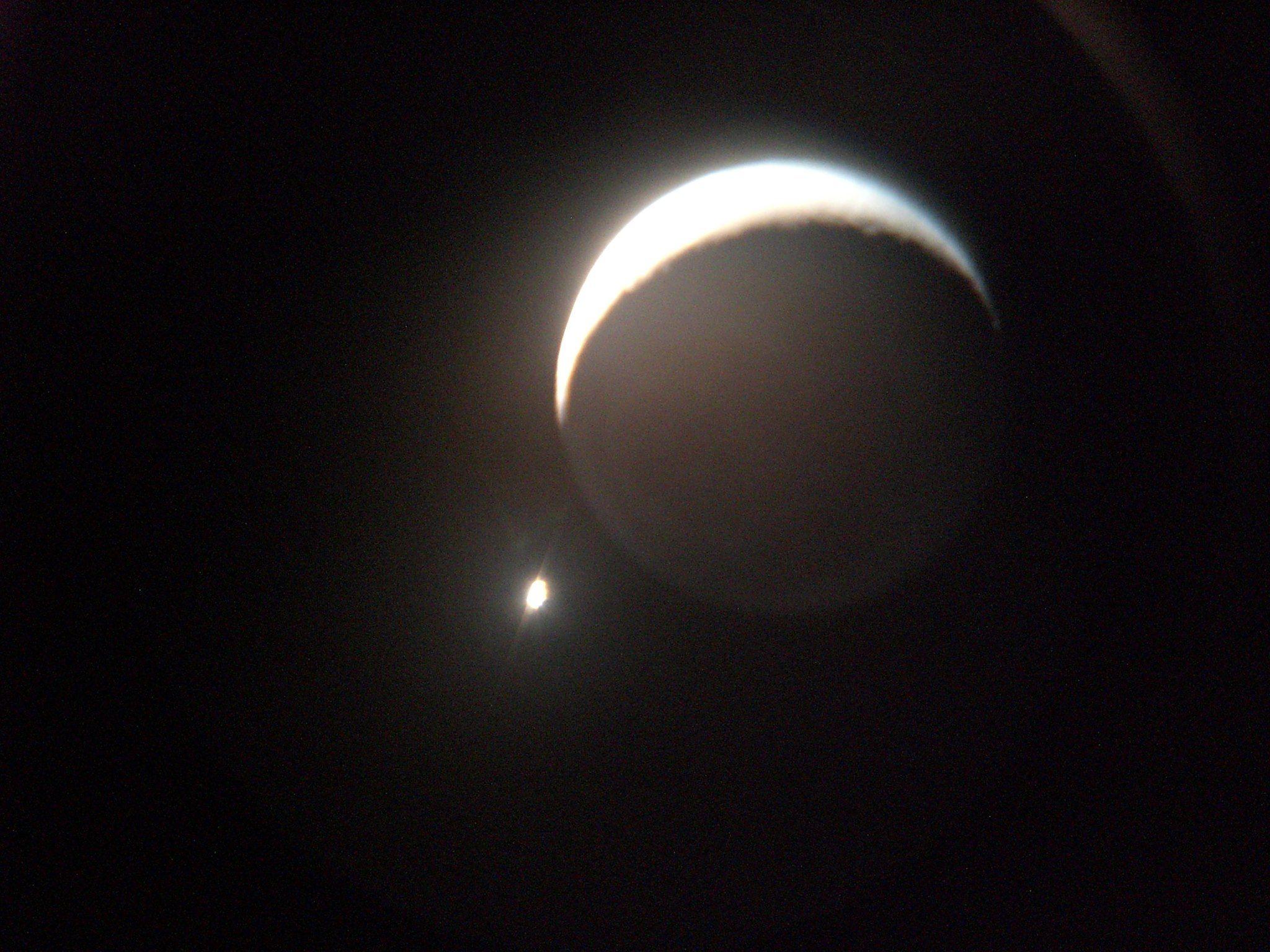 Conjunção Vênus Lua / Conjunction Moon Venus. Ponta Grossa - PR, Brasil, 08 set 2013. (Everton Poluha)  (http://www.facebook.com/photo.php?fbid=10201295564305609)