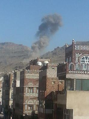 اليمن غارات عنيفة تستهدف مواقع في العاصمة صنعاء Big Ben Landmarks Travel