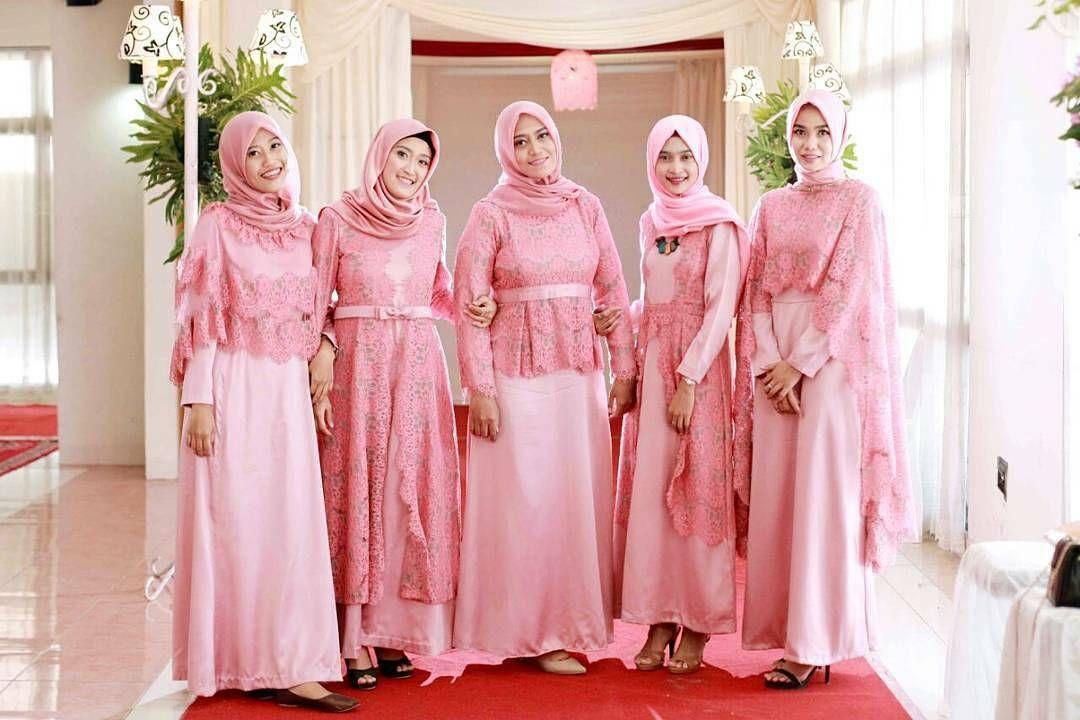 Pin By Annisa Yuwono On Hijab Wedding In 2019 Dresses Pink