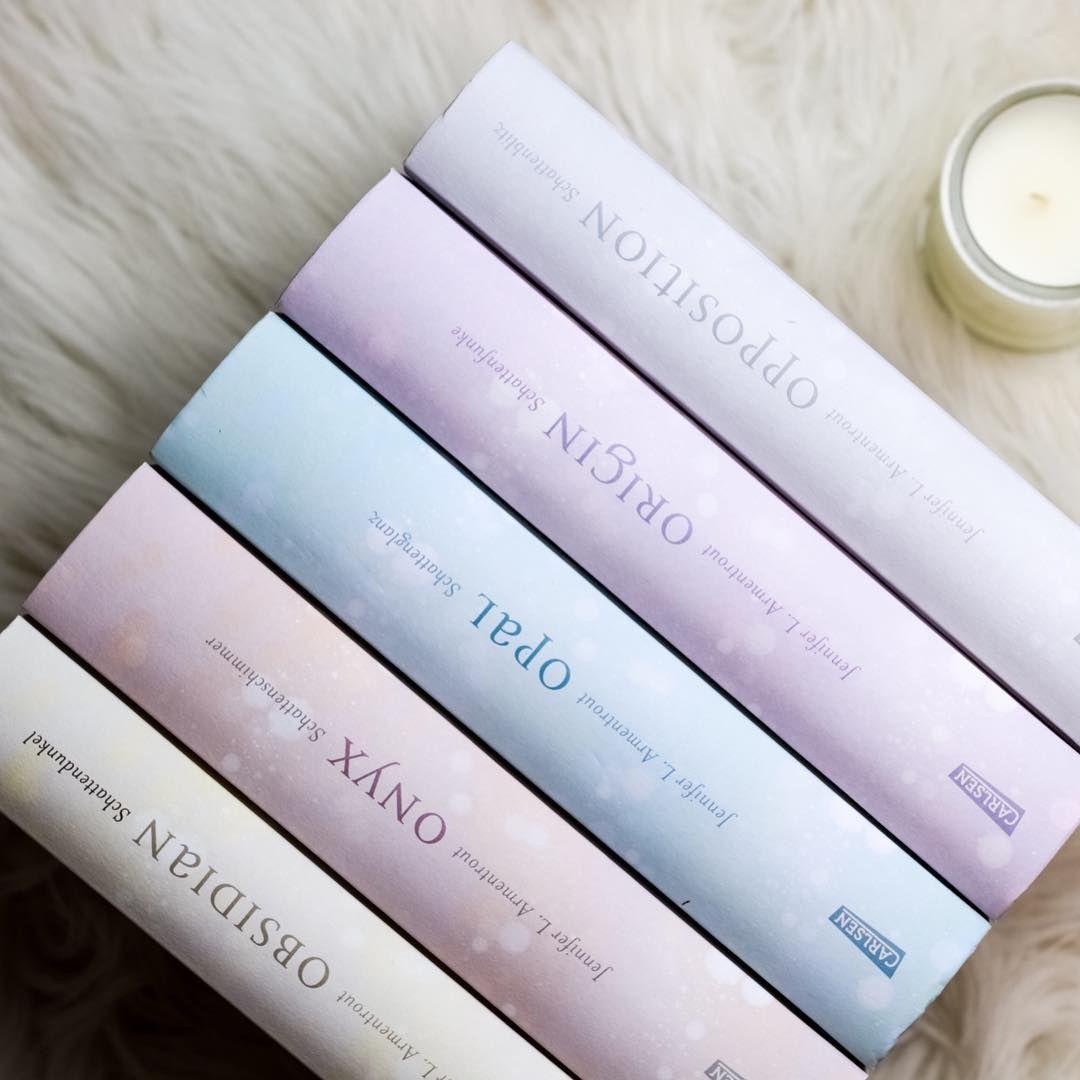 Pastellfarben! Die Lux-Reihe von Jennifer L. Armentrout sieht auch ohne Schutzumschläge einfach wunderschön aus!