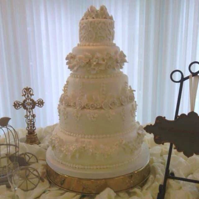 My Wedding Cake!!!  Soooo awesome and beautiful!!!
