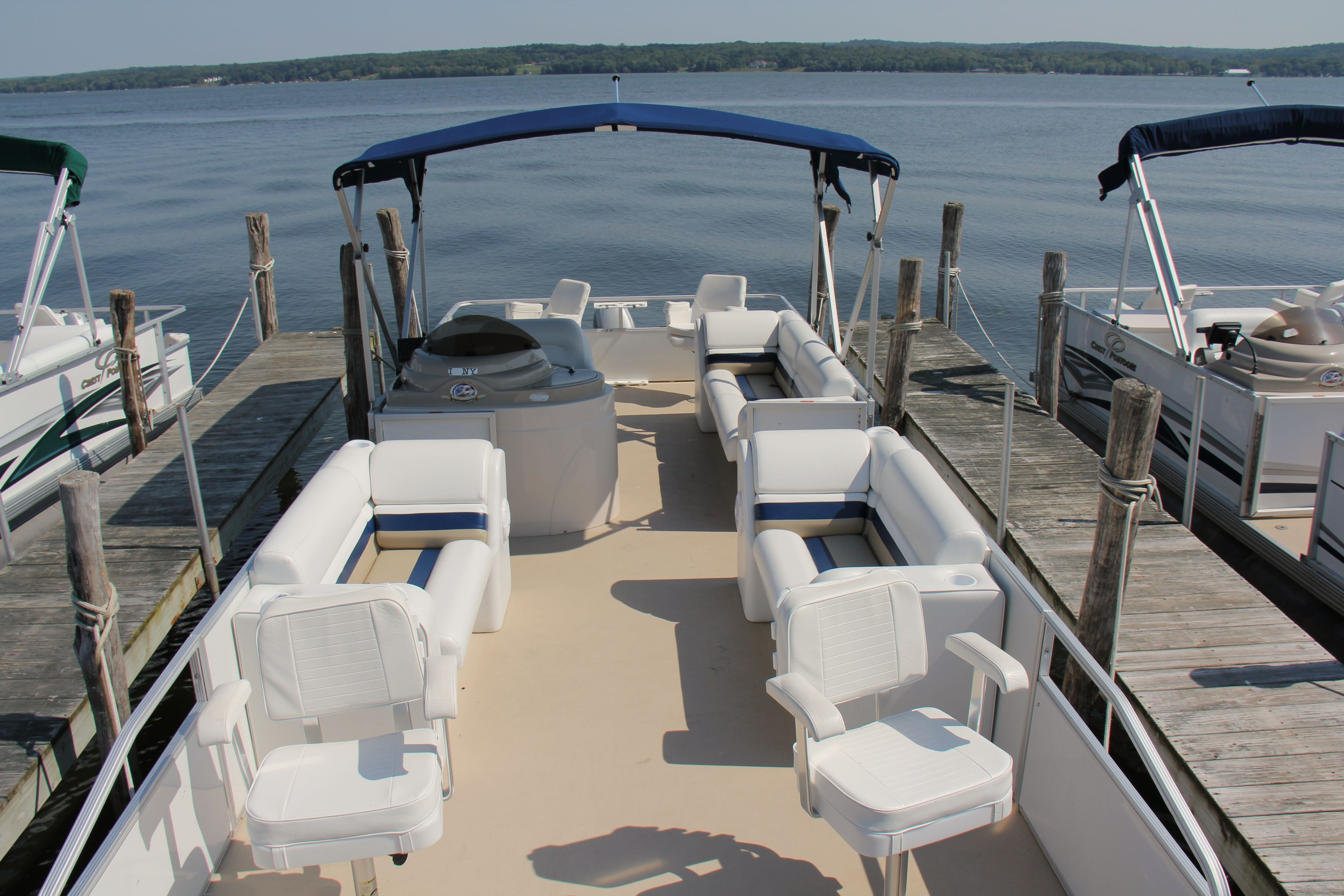 25 ft fishermen pontoon boat rentals with new seats in
