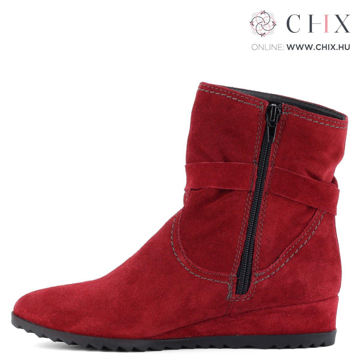 c76ce65c6b Piros bélelt Tamaris bokacsizma bőrből. Recés gumi talppal és 3,5 cm magas  sarokkal