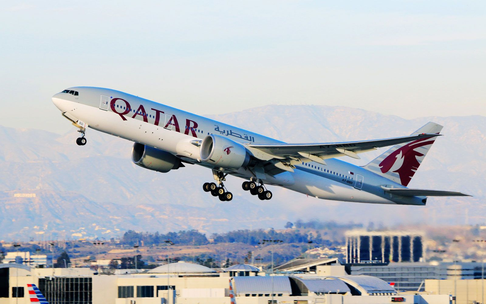 The Qatar Airways Flight From Doha To Auckland Spends More Than 16 Hours In The Air Long Flights Qatar Airways New World