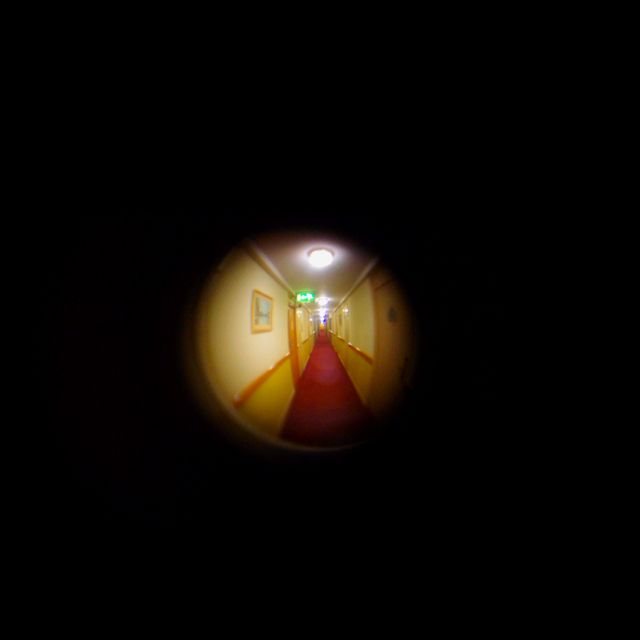 A wee experiment to see if I could take a pic through the spy hole of my hotel room.