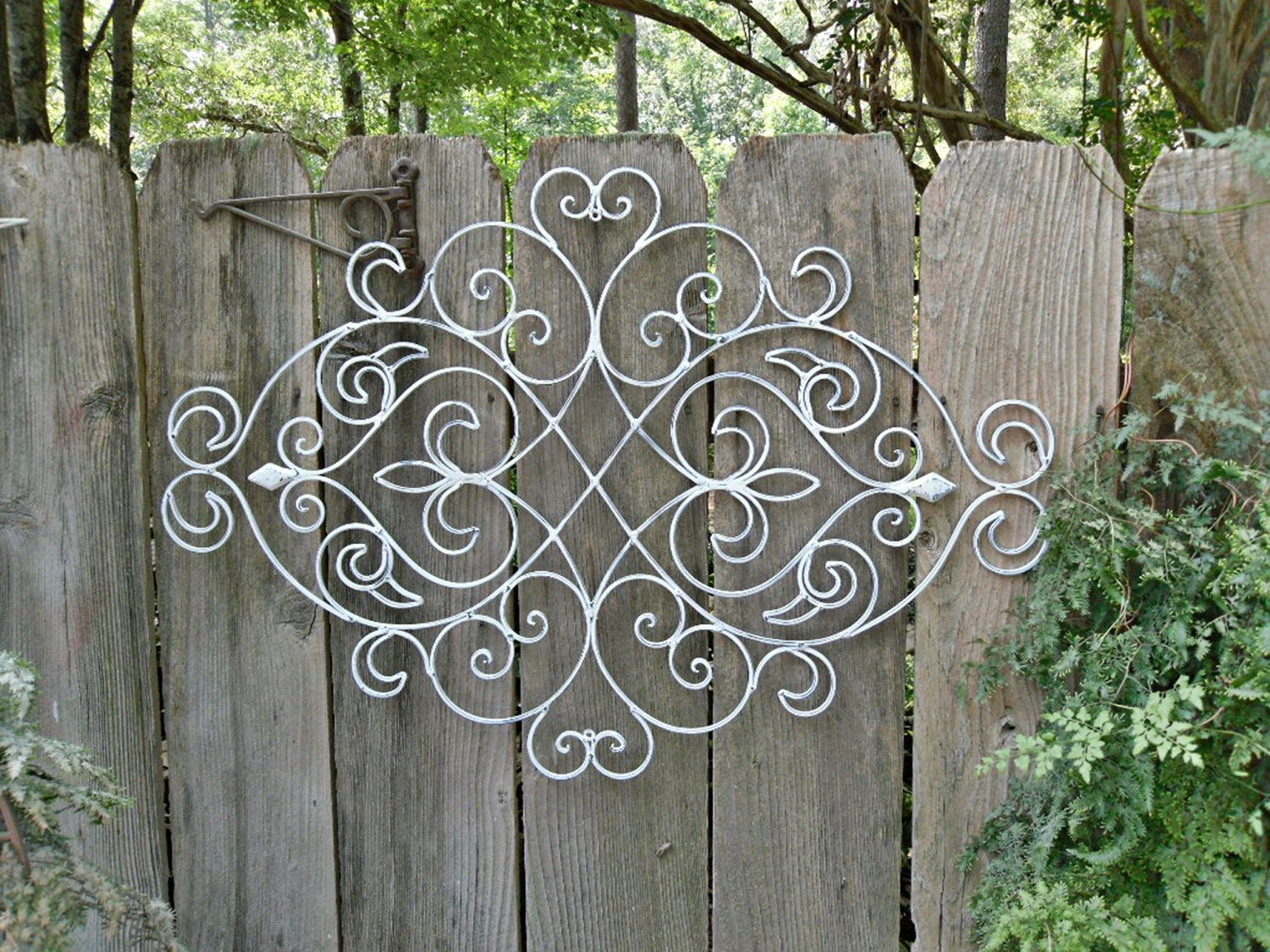 White shabby chic metal wall decor fleur de lis patio indoor white shabby chic metal wall decor fleur de lis patio indoor outdoor wrought iron amipublicfo Gallery