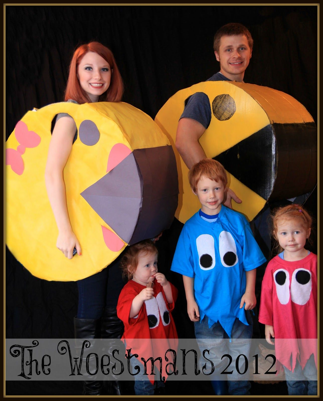 Pacman and Ghosts Family Costume Family Halloween Costumes  sc 1 st  Pinterest & 15 Fabulous Family Costume Ideas | Costumes Halloween costumes and ...