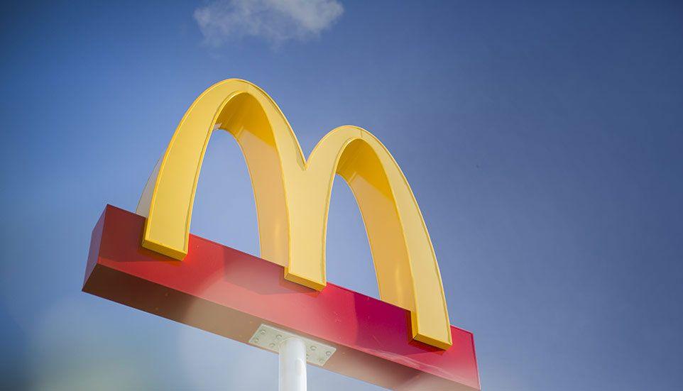Mcdonald S Sign Job Opening Restaurant Jobs Mcdonalds