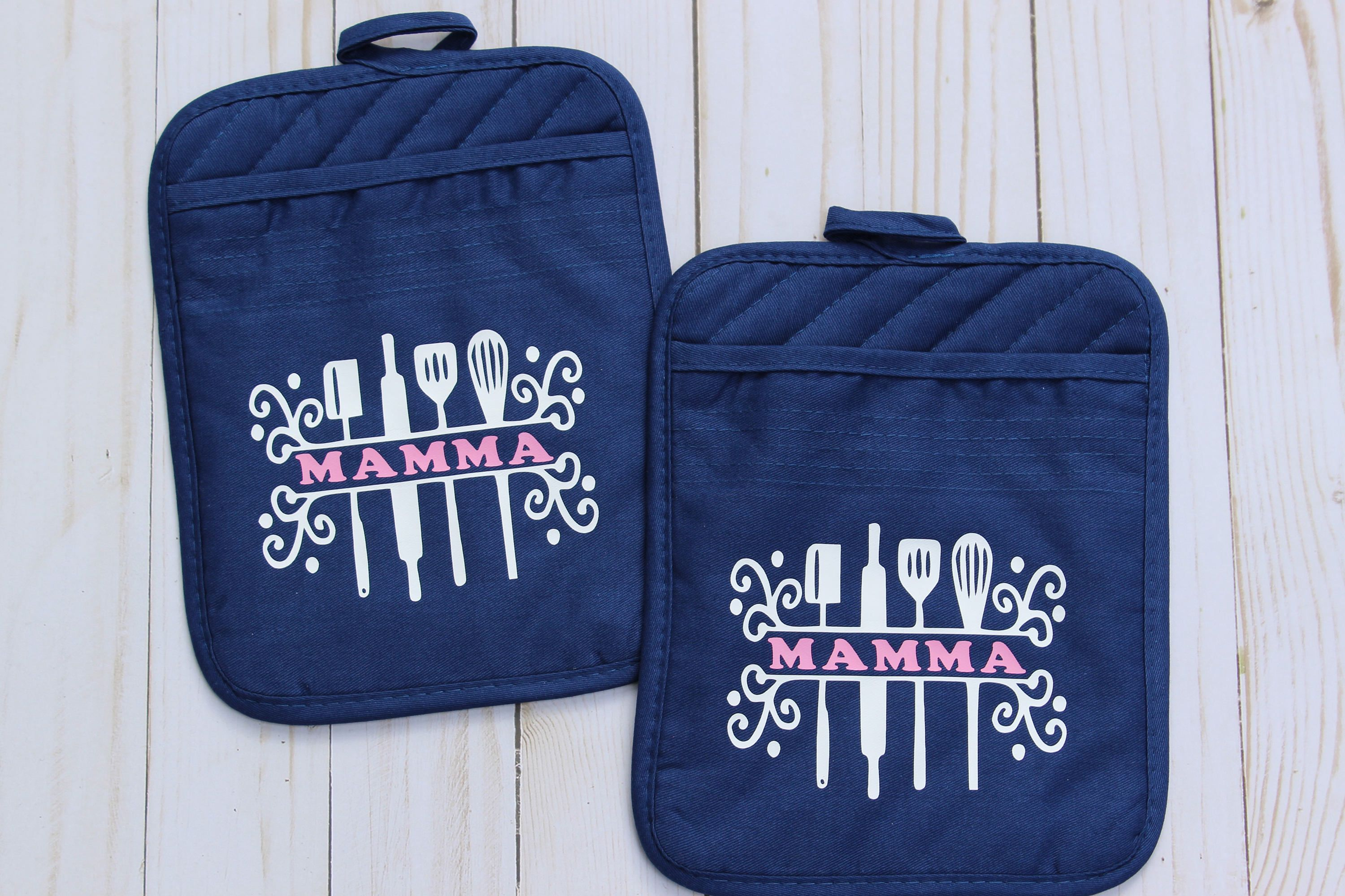 Personalized Oven Mitts Gifts For Mother In Law Monogrammed Etsy In 2020 Oven Mitts Gift Pot Holders Oven Mitts