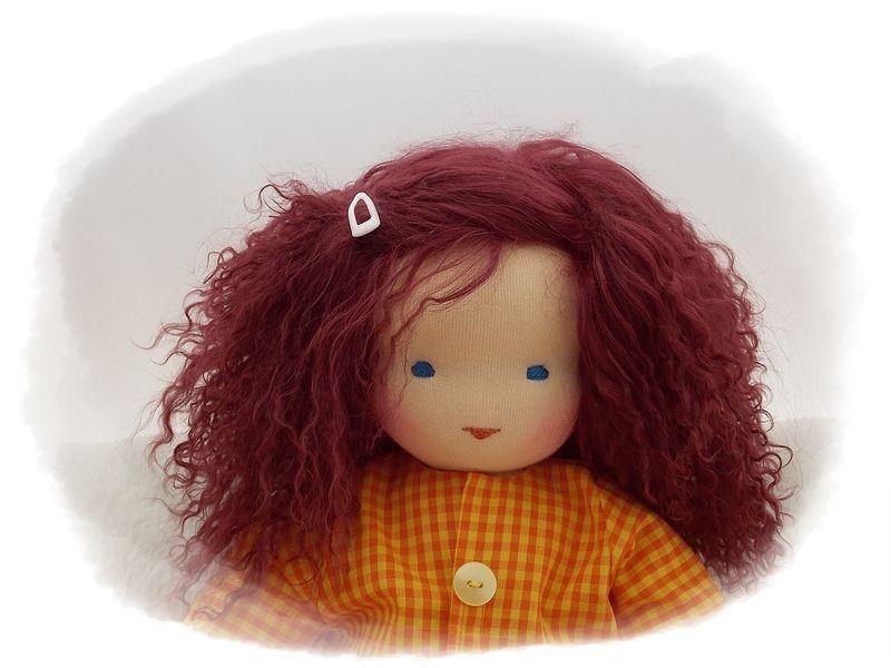 HELENE ist eine Stoffpuppe zum Schmusen und Liebhaben für kleine und große Puppen-MAMAS und Puppen-PAPAS!  Helene hat türkisblaue Augen und kastan...