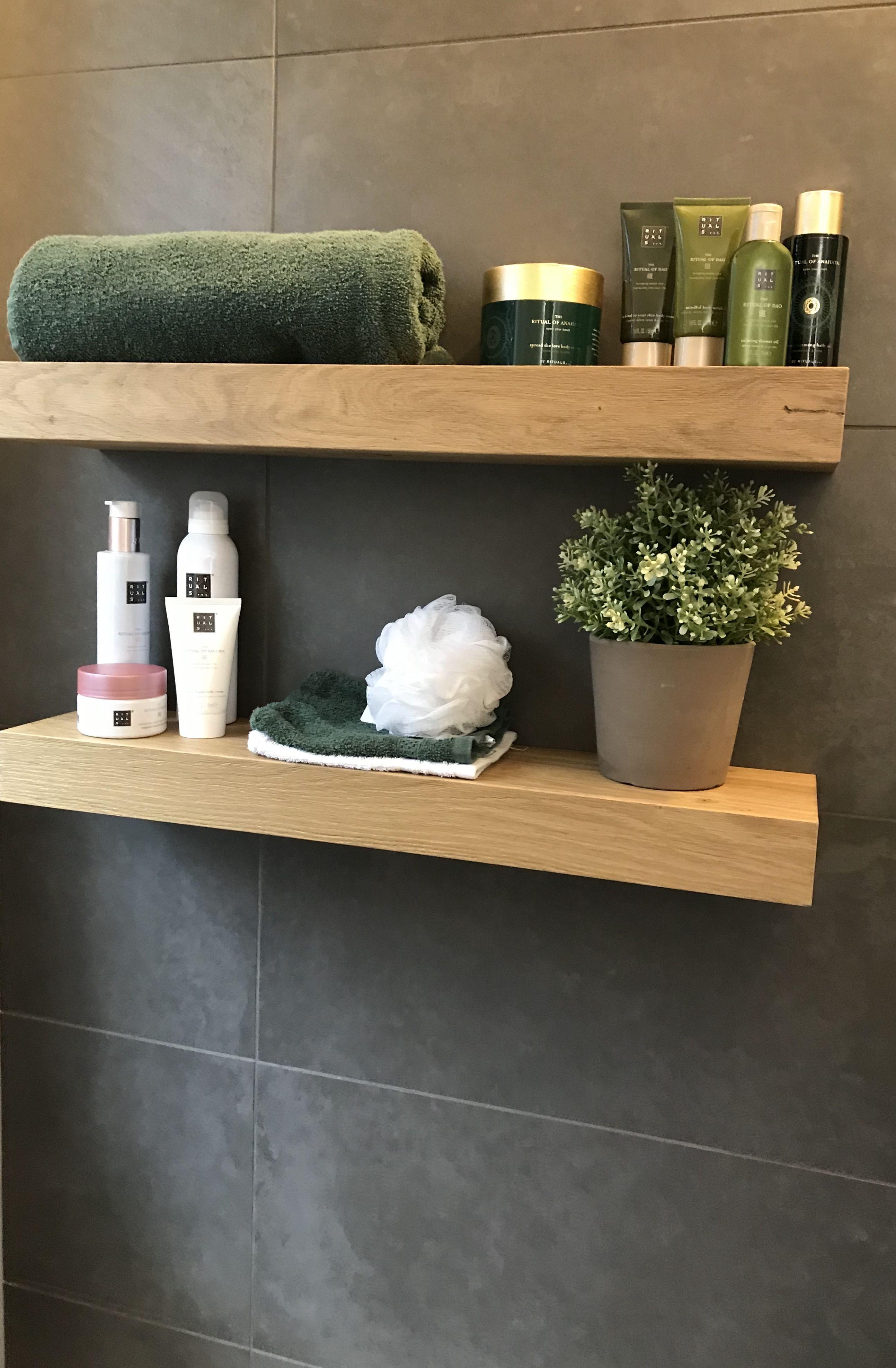 Eikenhouten Planken Op De Badkamer Rituals Eikenhout Plankjes Groen Aankleding Bathroom Interieuri Badkamerdecoratie Badkamer Inspiratie Design Badkamer