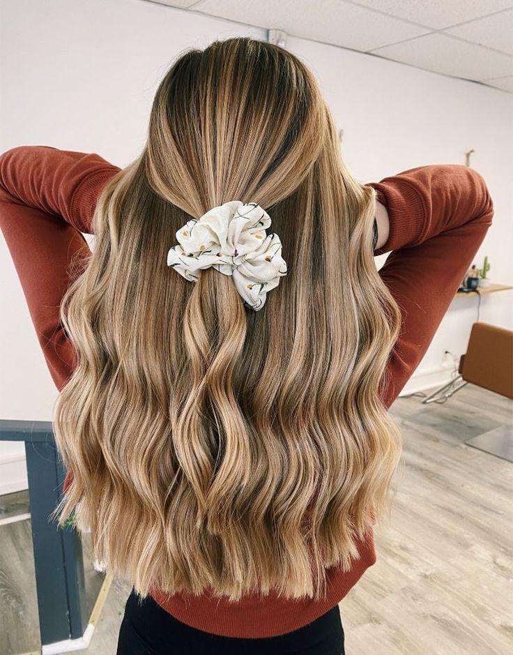 Hair Inspo #hairinsp #hairideas #scrunchie #wavyhair