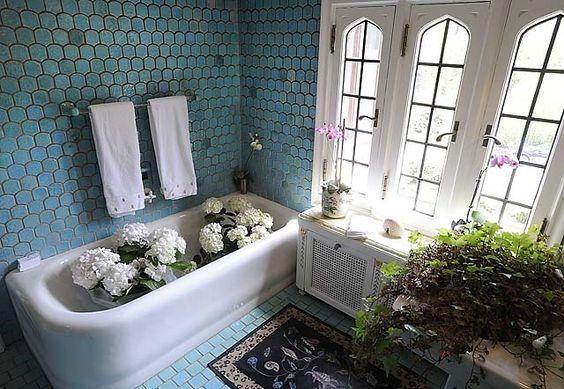 Jane Shook Tile Bathroom With Pewabic Tile Blue Bathrooms Designs Bathroom Design Blue Bathroom