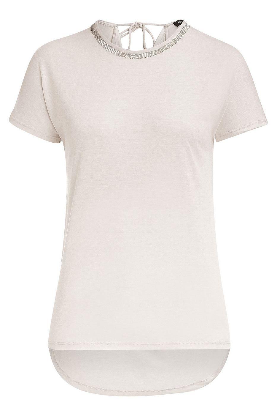 Stylisches Oversize Shirt von MORE & MORE in fließender Kunstfaser mit dekorativen Stäbchen-Pailletten am Ausschnitt. Material: 65% Polyester, 35% Viskose...