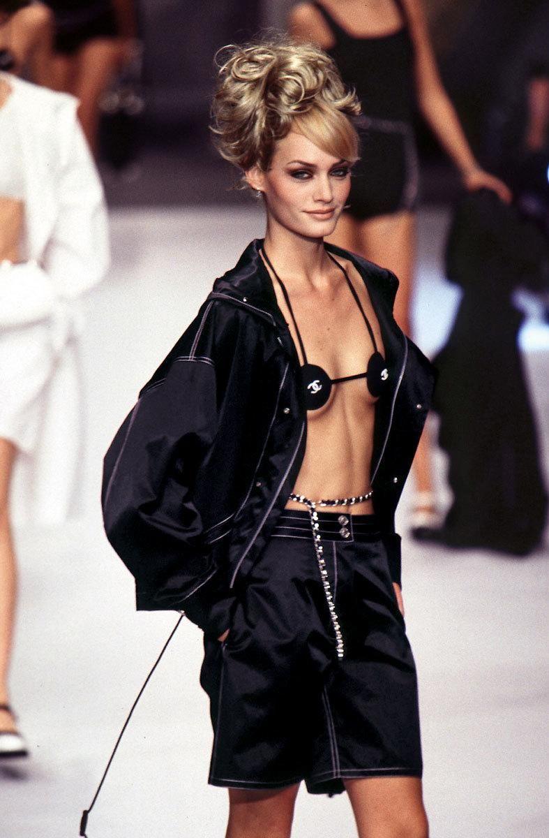 1996 Fendi Furs Fashion Magazine Print Ad: Amber Valletta At Chanel S/S 1996