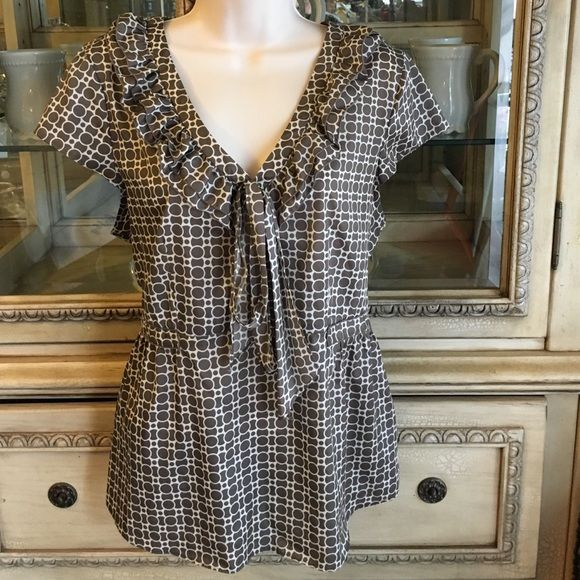 Banana republic blouse Banana republic blause size large really good condition Banana Republic Tops Blouses