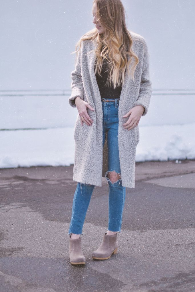 blogger Leslie Musser sharing a fashion tutorial just in time for spring style with these diy ram hem jeans