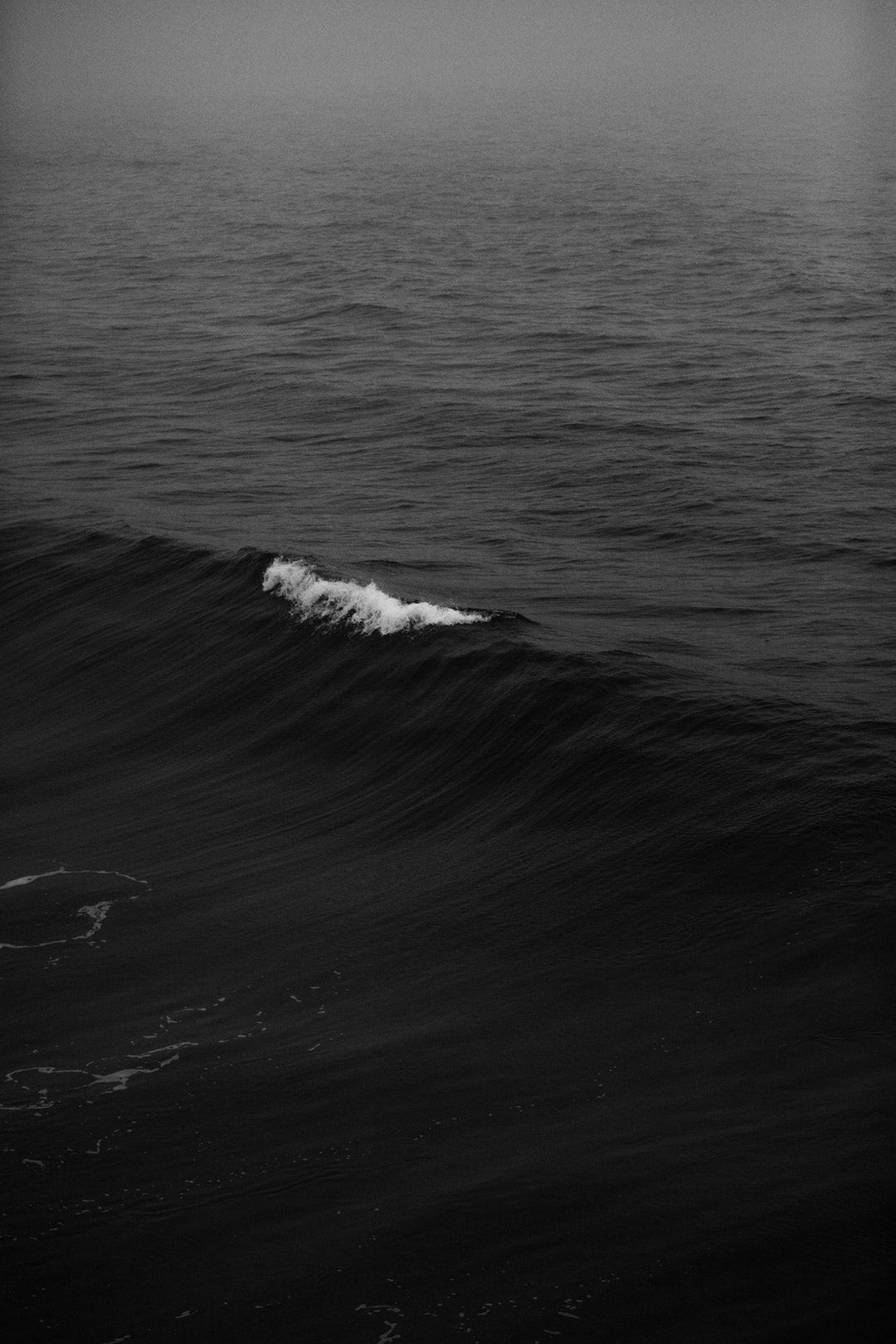 Download This Free Hd Photo Of Black And White Wave Ocean And Sea In Manhattan Beach Un Iphone Wallpaper Night Dark Phone Wallpapers Dark Iphone Backgrounds