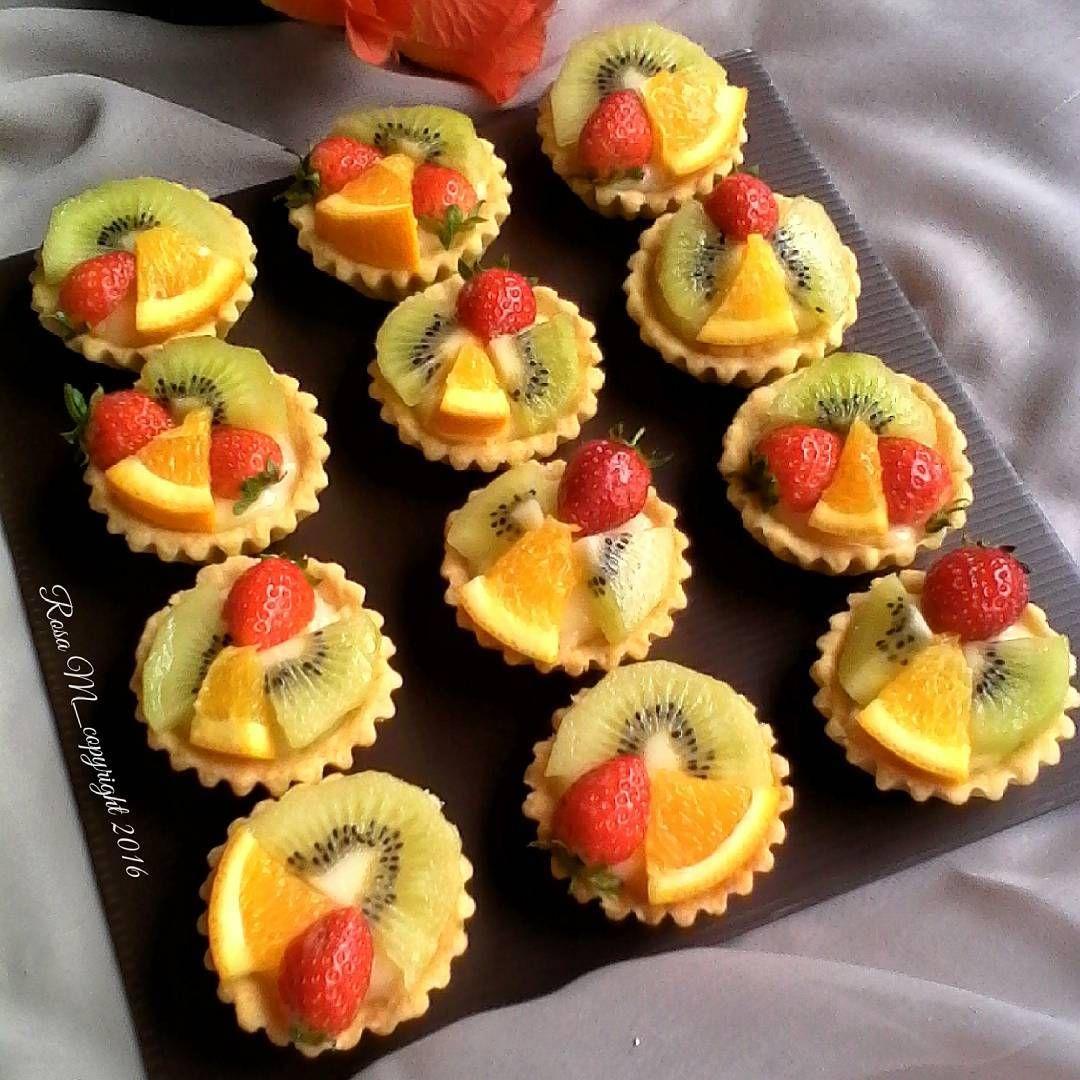 Mini Fruit Pie Crust Pie 150gr Tepung Terigu 75gr Margarin 30gr Gula Halus 1 Kuning Telur Dingin 3sdm Air Es Cara M Healthy Summer Desserts Desserts Food