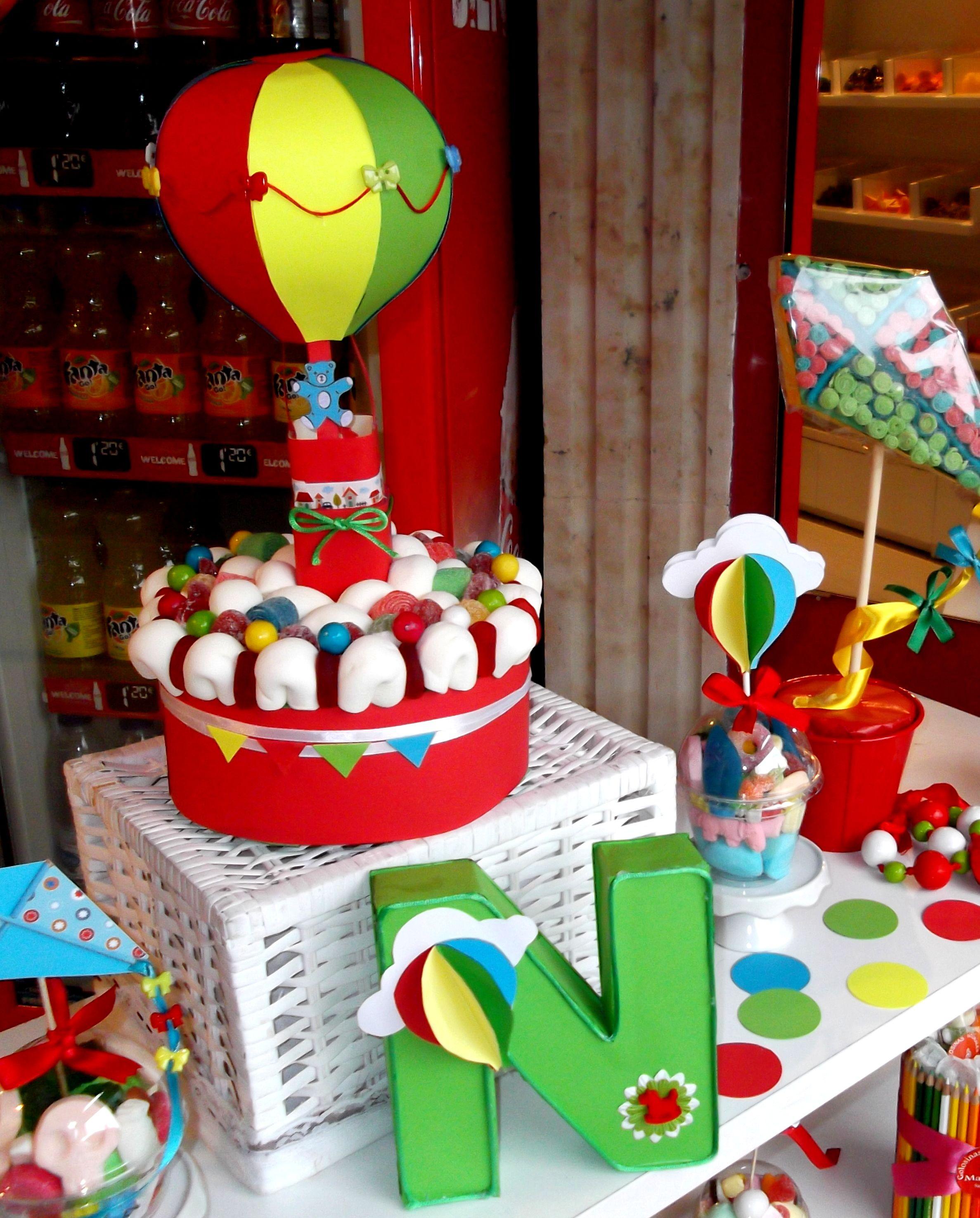 Sweet cake tarta de golosinas con globo aerostatico 3d - Decorar con globos ...