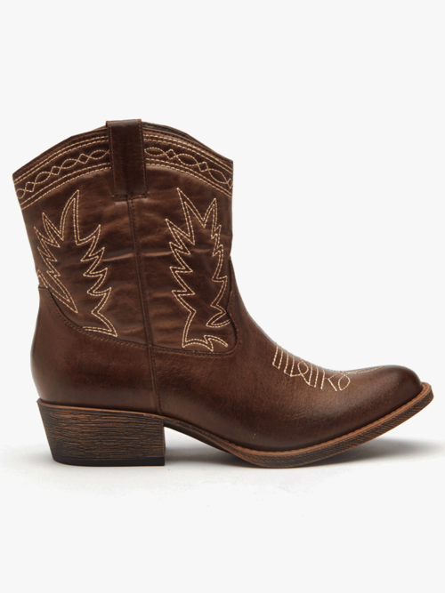 419797f850f Step Into Fall With Style In These 10 Ethically-Made Vegan Boots ...