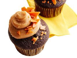 Chocolate-Peanut Brittle Cupcakes