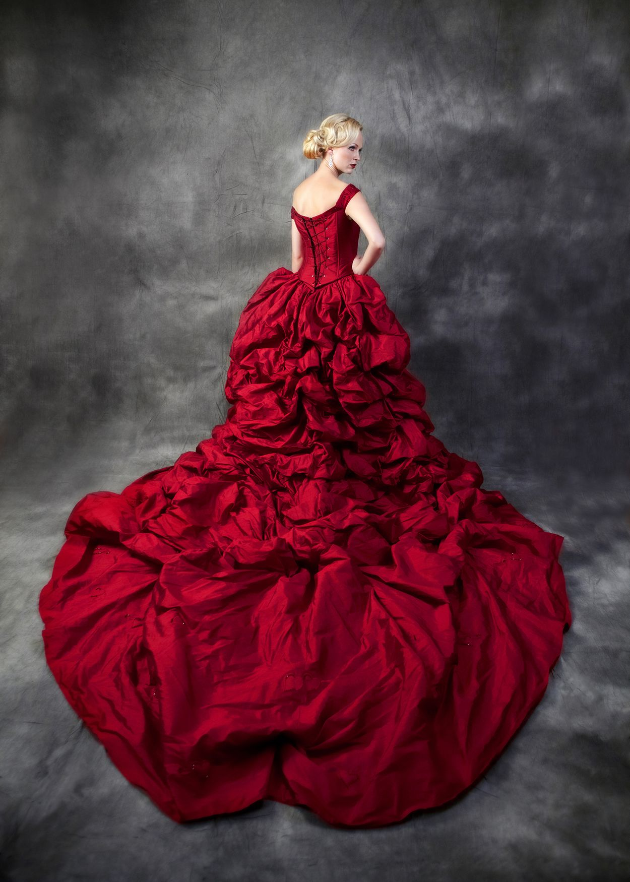 Ian Stuart gown best train ever Red wedding, Nightmare