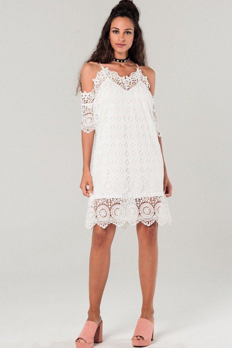 f436eac4770d13 kanten witte jurk met cold shoulder