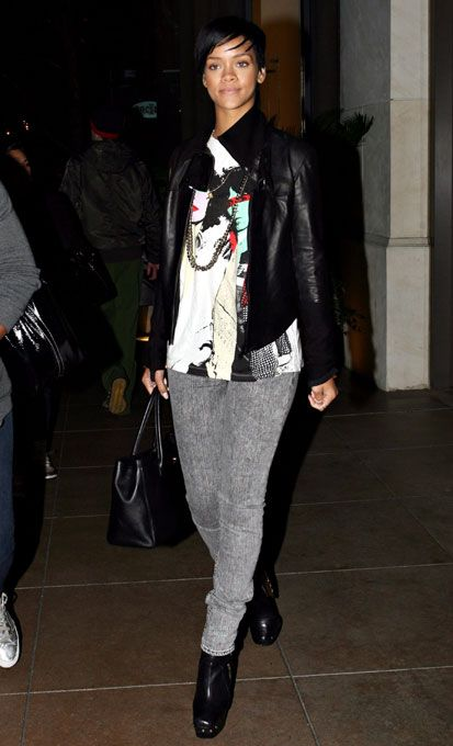 Rihanna - Leather Jacket, Print T-Shirt   Grey Jeans   Fashion Diary ... 410015da0682