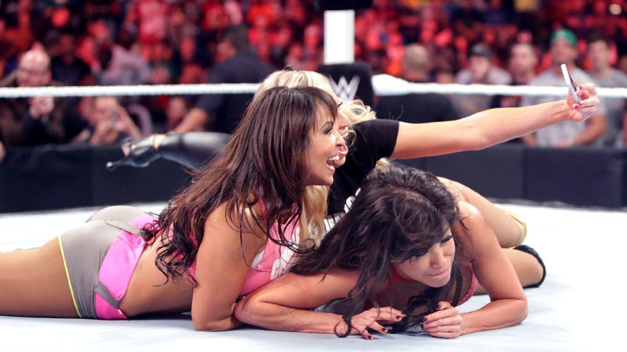 Raw 9/29/14: Rosa Mendes vs Layla | Layla El | Pinterest