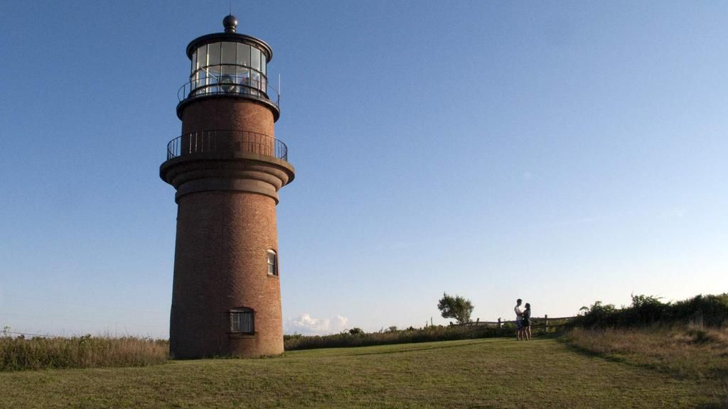 An iconic lighthouse has been moved 40 metres to escape eroding cliffs http://trib.al/97BMi1s
