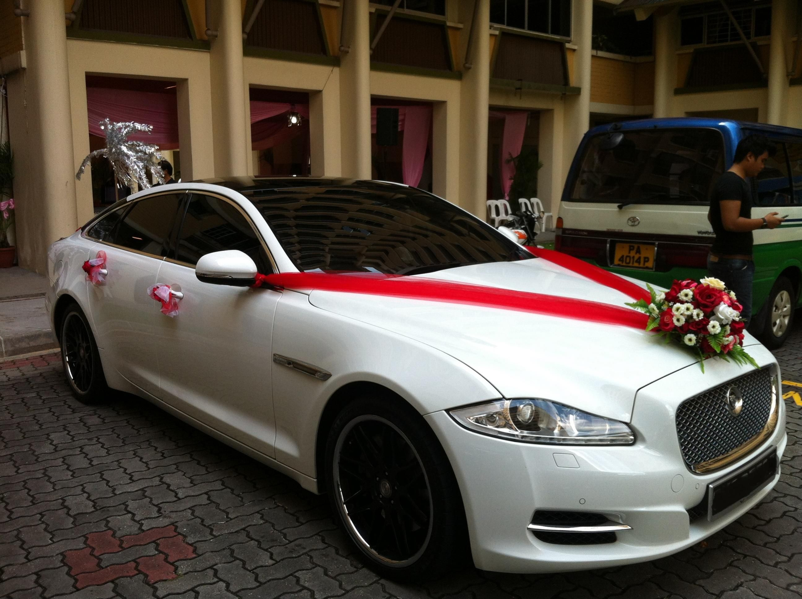 Whats A Better Way To Roll Up Your Weddingjaguar Class Wedding CarsJaguar