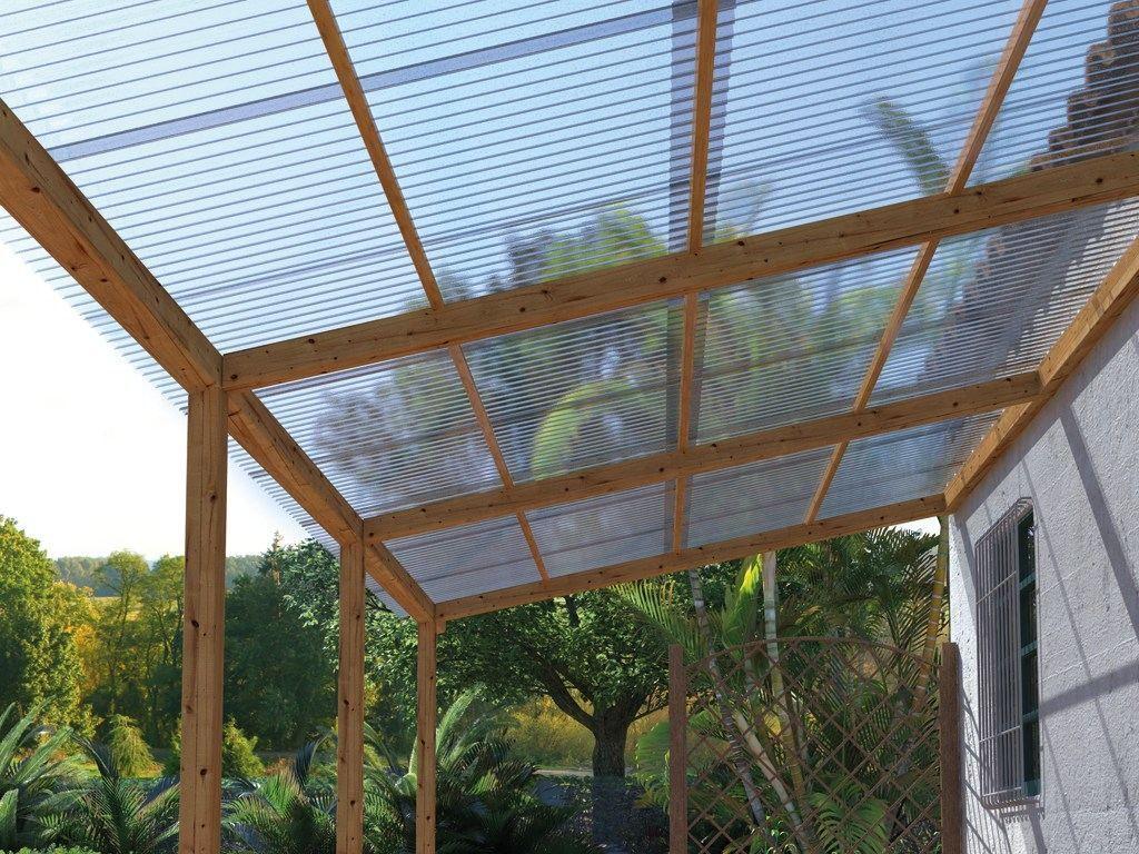 Une Couverture De Pergola Avec Des Plaques Transparentes Couverture De Pergola Pergola Couverte Pergola Terrasse